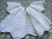 Joli gilet blanc au crochet pour bébé