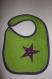 Bavoir étoile en éponge vert doublé coton violet à pois vert