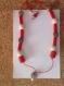 Collier en perles de bois rouge, marron et blanc