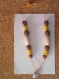 Collier en perles de bois marron, jaune et blanche avec breloque coeur