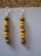 Boucle d'oreille en perles de bois jaune et marron
