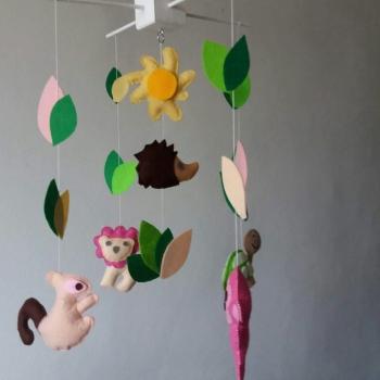 mobile bebe avec petits cygnes et nuages enfants peluches doudous par feltmobiles. Black Bedroom Furniture Sets. Home Design Ideas