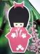 Carte kokeshi et son kimono fleuri