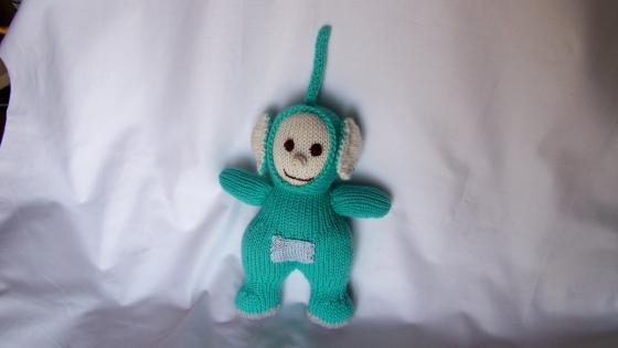Souvenir des années 1990, dipsy des télétubbies, petit bonhomme vert, réalisé au tricot