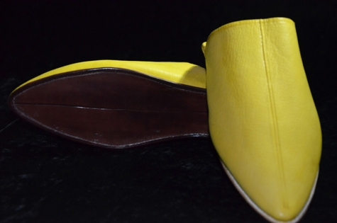 Babouche fassi fait à la main , cuir 100% naturel .