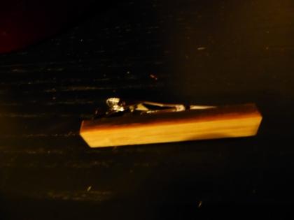 Pince de cravate en bois