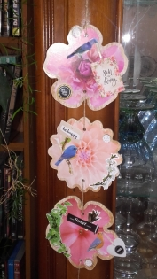 Suspension 3 fleurs en scrapbooking