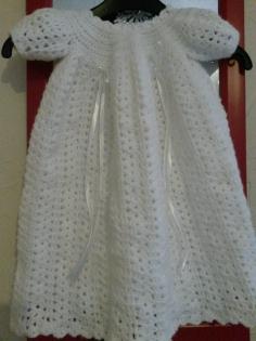 Robe de baptême fait main au crochet en laine douce