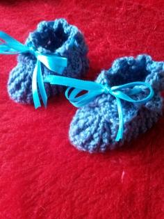 Chaussons bébé en laine fait main au crochet