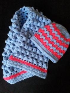 Ensemble bonnet bébé et écharpe en laine fait main au crochet