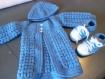 Très belle ensemble veste en laine au crochet fait main, bonnet et chaussons