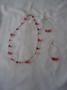 Parure collier et boucles d'oreilles avec perles givrées