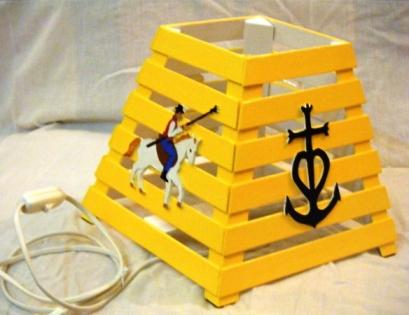 Lampe de table en bois: camargue.