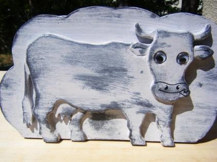 Porte lettres en bois, au motif de vache. chabby chic.