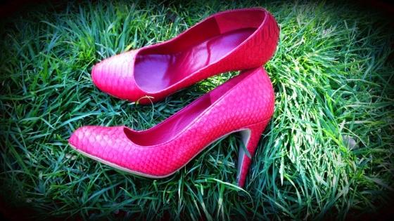 Escarpins rouge en cuir, peau de serpent