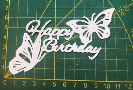 Scrapbooking découpe happy birthday papillon