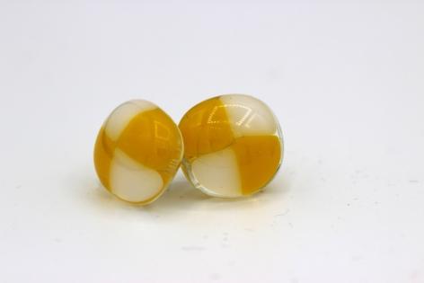 Puce d'oreille - jaune et blanc - verre fusionné