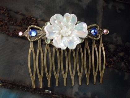 Peigne à cheveux et sa fleur en céramique lustrée