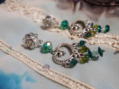 Boucles d'oreilles en cristal et ses déclinaisons de vert