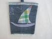 Porte-gobelet en jean bleu recyclé décoré d'un drakkar en tissu coton quadrillé dans les tons de mauve