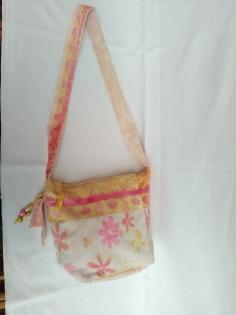 Sac à main ou bandoulière en toile jaune et mauve couleurs pastels avec poches intérieures