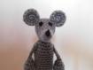 Petite souris grise marionnette à doigt au crochet