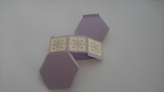 Jolie boîte cadeau hexagonale
