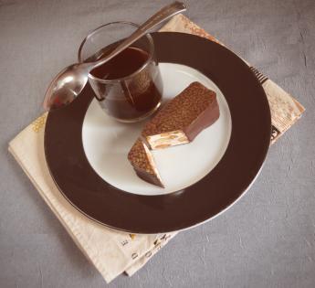 Bouchée de nougat enrobé chocolat.