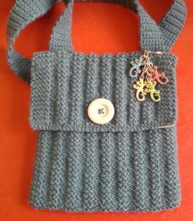 Sac,  pochette,  doublée de tissus tricotée et cousue main