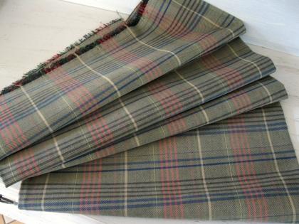 Coupon de tissu vintage  très belle fabrication de cotonnade kilts. tissé. il mesure 157cm x 122cm. en parfait état.