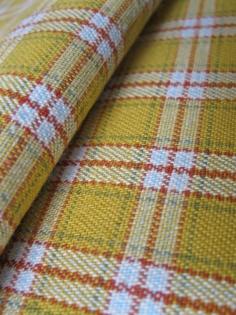 Tissu vintage jaune moutarde à carreaux