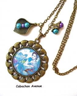 B3.441 bijou femme geisha fleurs sakura collier pendentif bijou fantaisie bronze cabochon verre bleu turquoise femme d'asie chine japon japonaise (série 1)