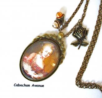 B3.449 bijou femme portrait marie antoinette collier pendentif bijou fantaisie bronze cabochon verre fleurs robe corset à volants marron marie-antoinette rétro baroque romantique (série 3)