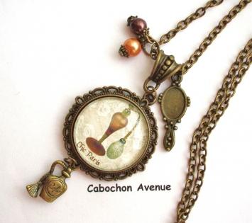 B3.457 bijou femme chic paris marron collier pendentif bijou fantaisie bronze cabochon verre vaporisateur bouteille de parfum ancienne rétro vintage (série 1)