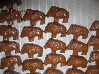 Sanglier en chocolat fouré au praliné fait maison
