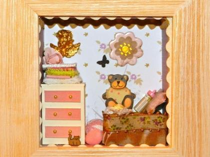 """Vitrine miniature : """"chambre de bébé fille"""""""
