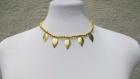 Collier doré en perles synthétiques