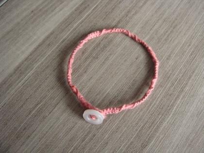 Bracelet en macramé et fermeture bouton