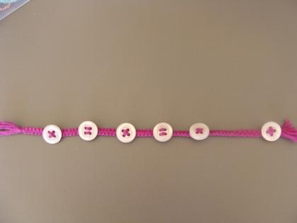 Bracelet macramé en fil et boutons