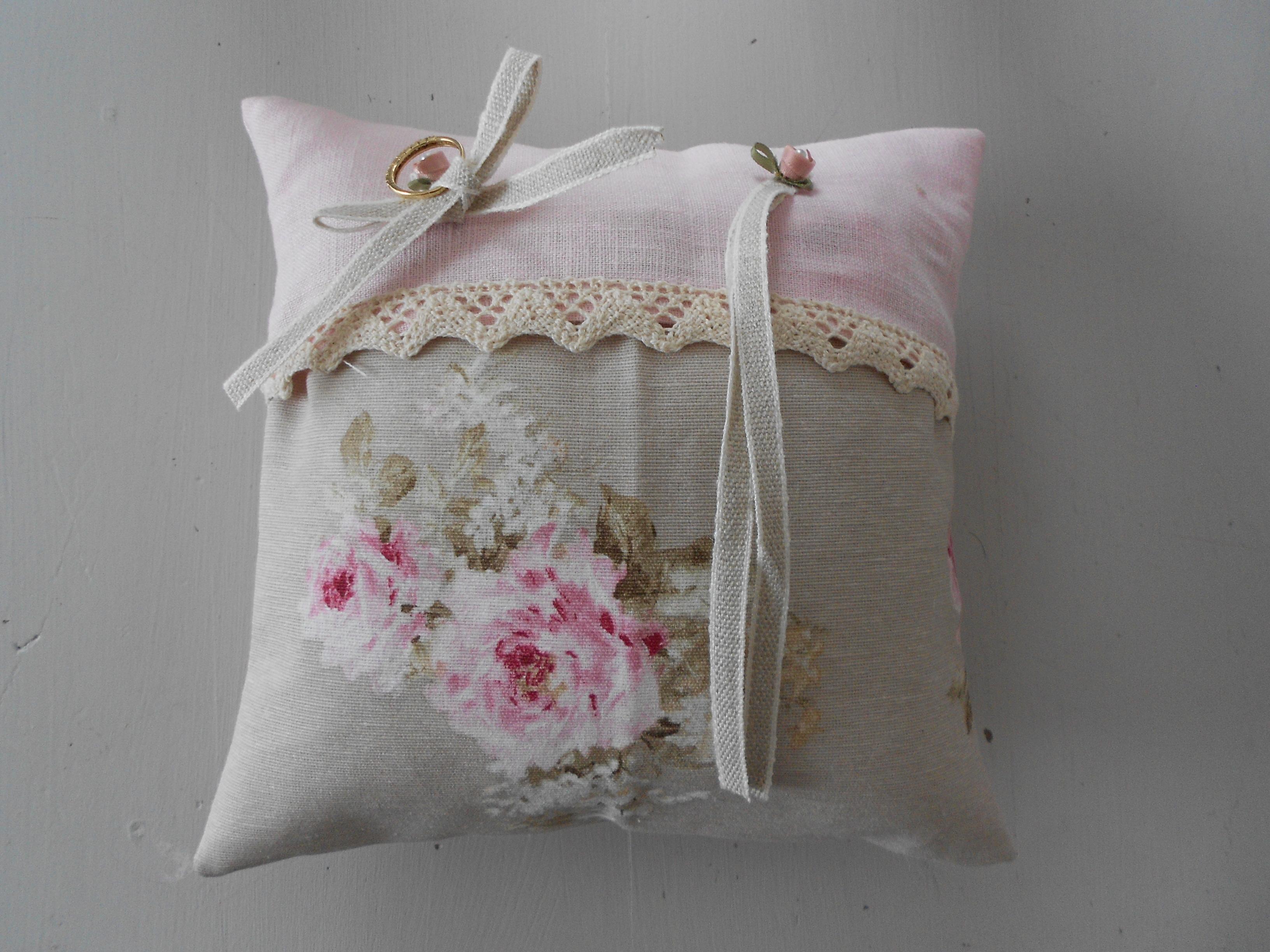 coussin porte alliances cadeau pour les maries. Black Bedroom Furniture Sets. Home Design Ideas