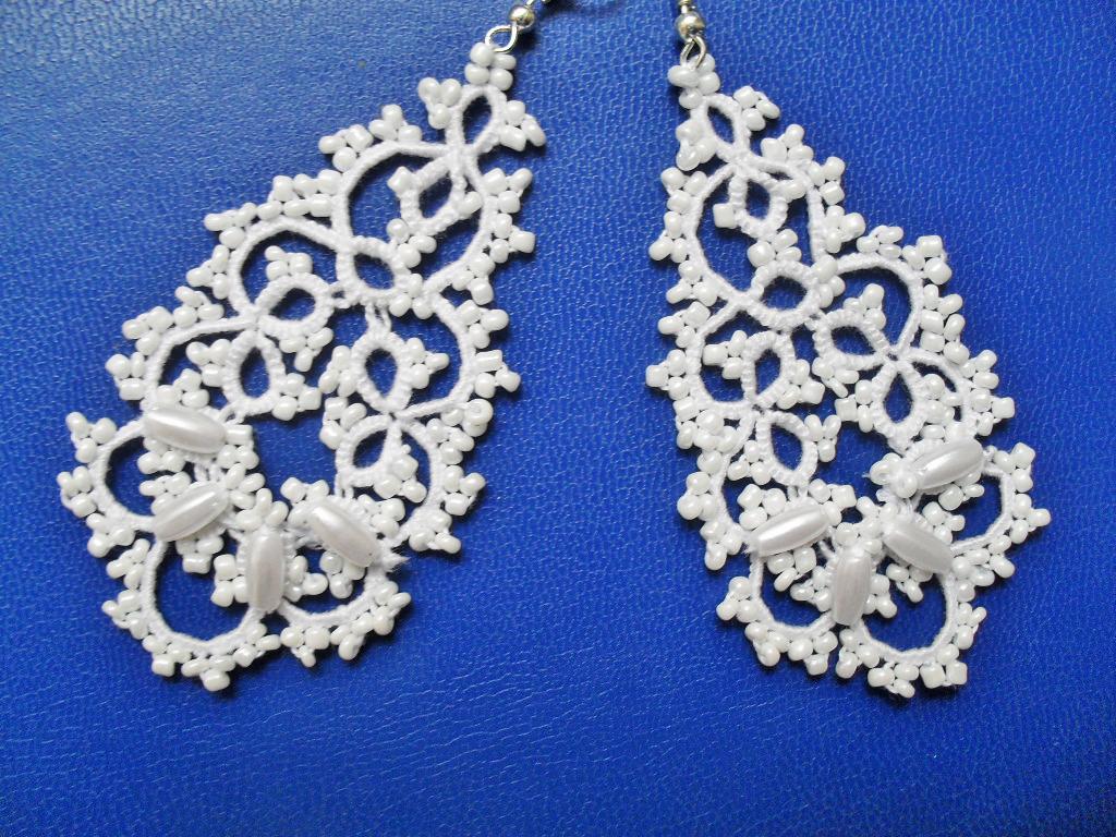 e309e4643 Boucles d'oreille dentelle blanche avec perles , boucles d'oreille dentelle  frivolite , bijoux faite main, bijoux crochet,