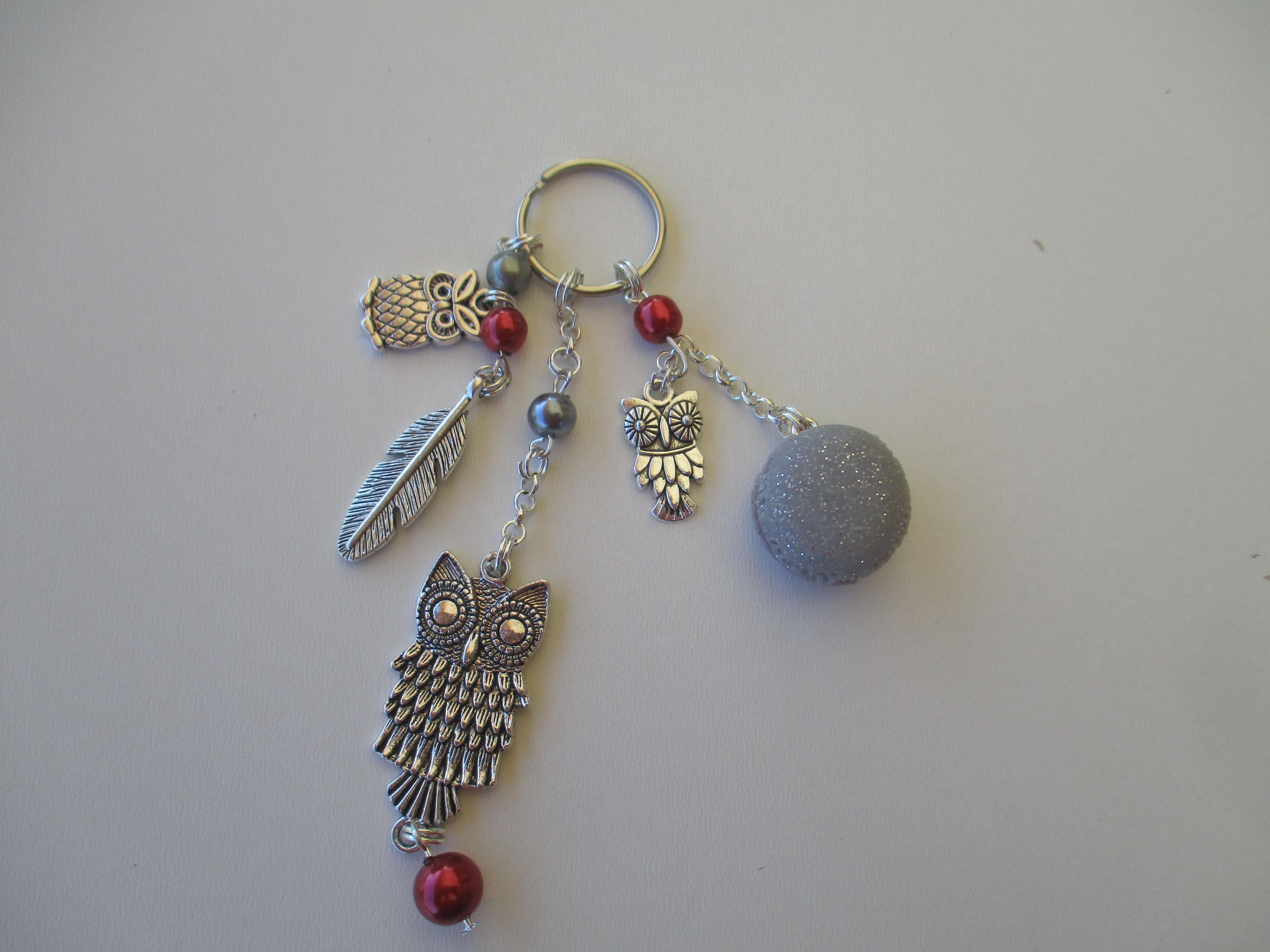 porte cl s hibou et macaron rouge bijoux de sac par lulu sarounette. Black Bedroom Furniture Sets. Home Design Ideas