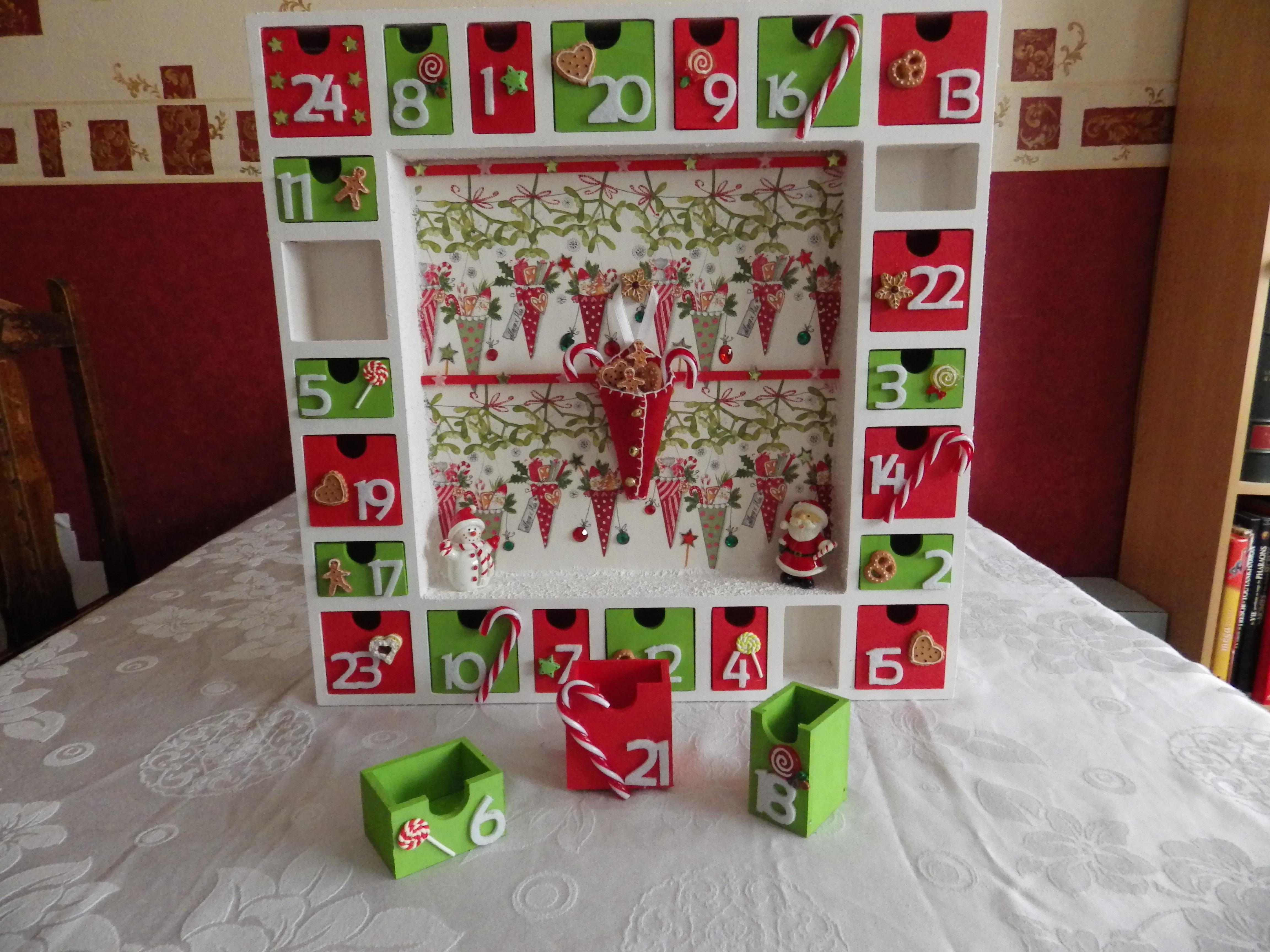 calendrier de l 39 avent perp tuel en bois maison et deco. Black Bedroom Furniture Sets. Home Design Ideas