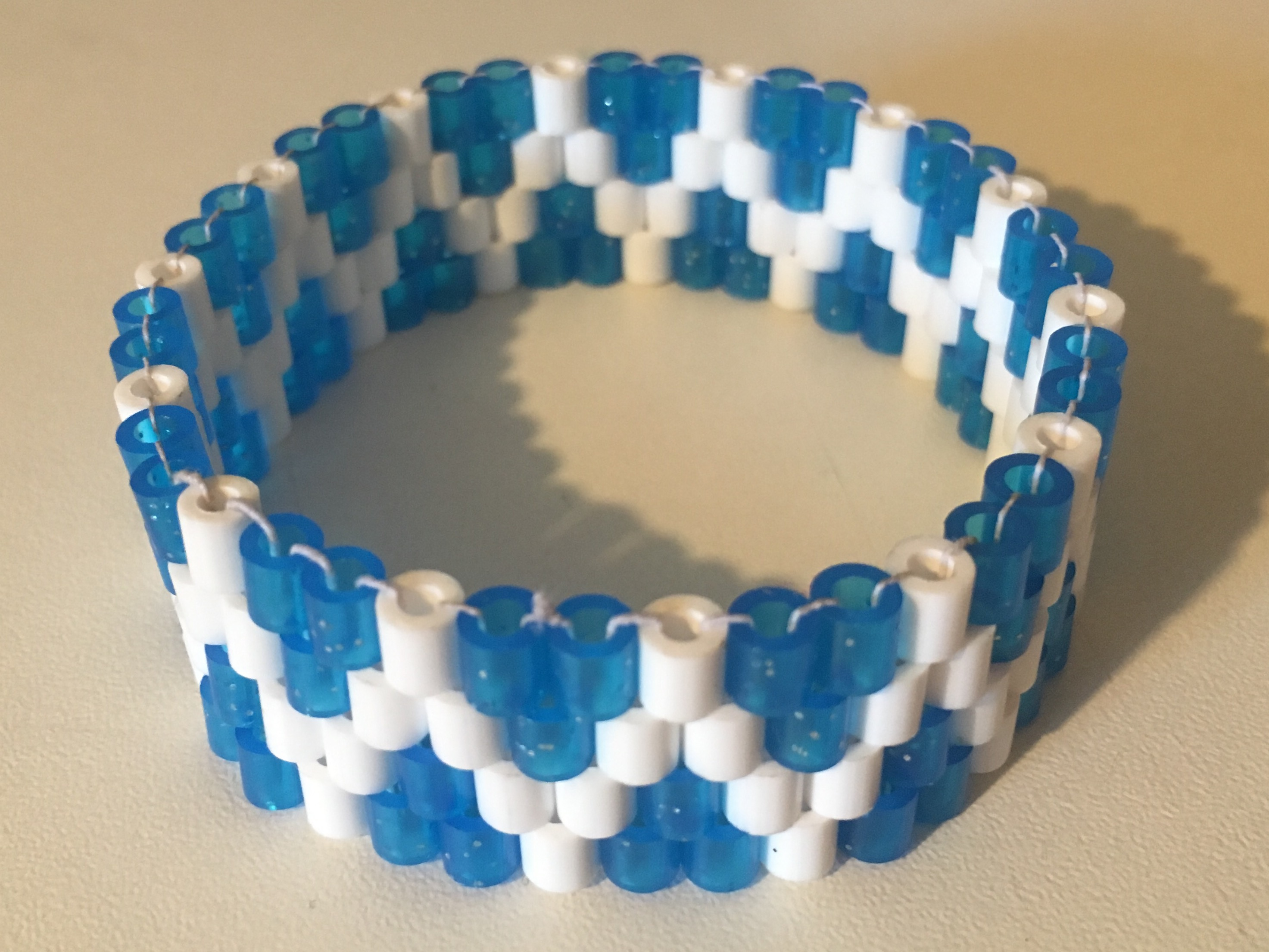 bracelet perle hama mod le bleu paillettes accessoires enfant par danart. Black Bedroom Furniture Sets. Home Design Ideas