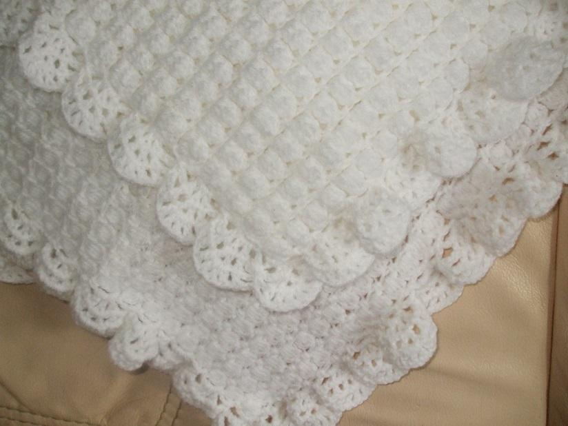 plaid couverture chale pour bebe tout blanc fait main au crochet accessoires bebe par. Black Bedroom Furniture Sets. Home Design Ideas