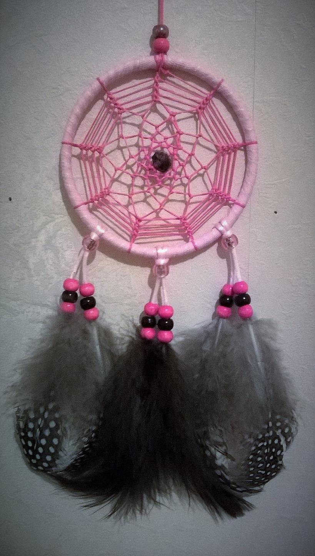attrape r ve capteur de r ve circulaire fait main de couleur rose de 10 cm accessoires enfant. Black Bedroom Furniture Sets. Home Design Ideas