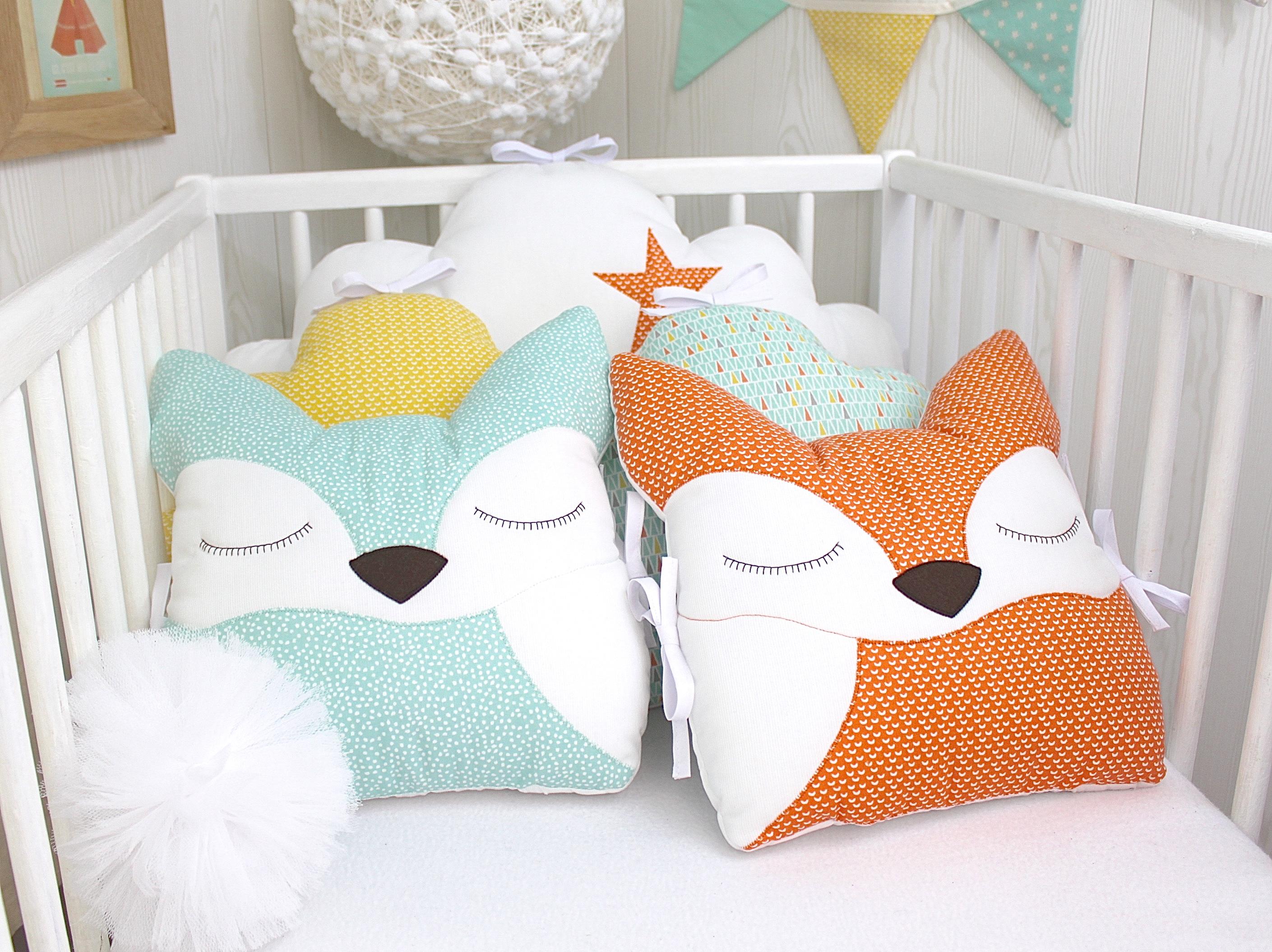 Tour de lit bébé en 60 cm large, 5 coussins renards et nuages, vert ...