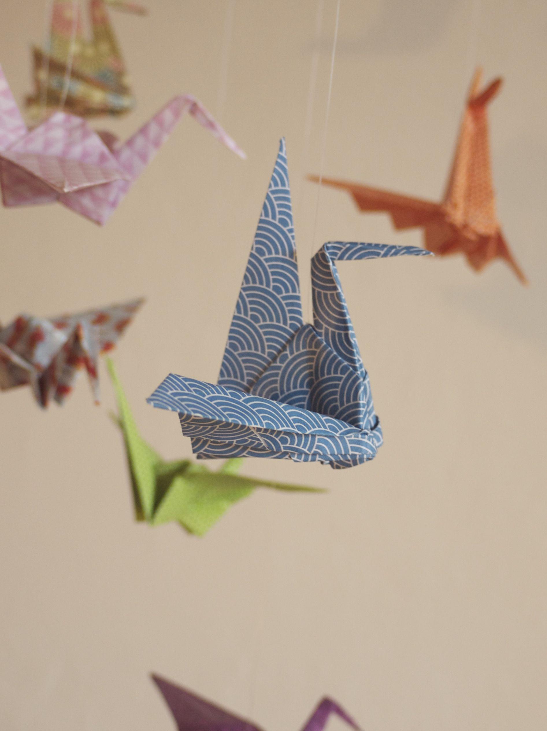 mobile bebe bois suspension chambre enfant b b en origami animaux oiseau grue accessoires. Black Bedroom Furniture Sets. Home Design Ideas
