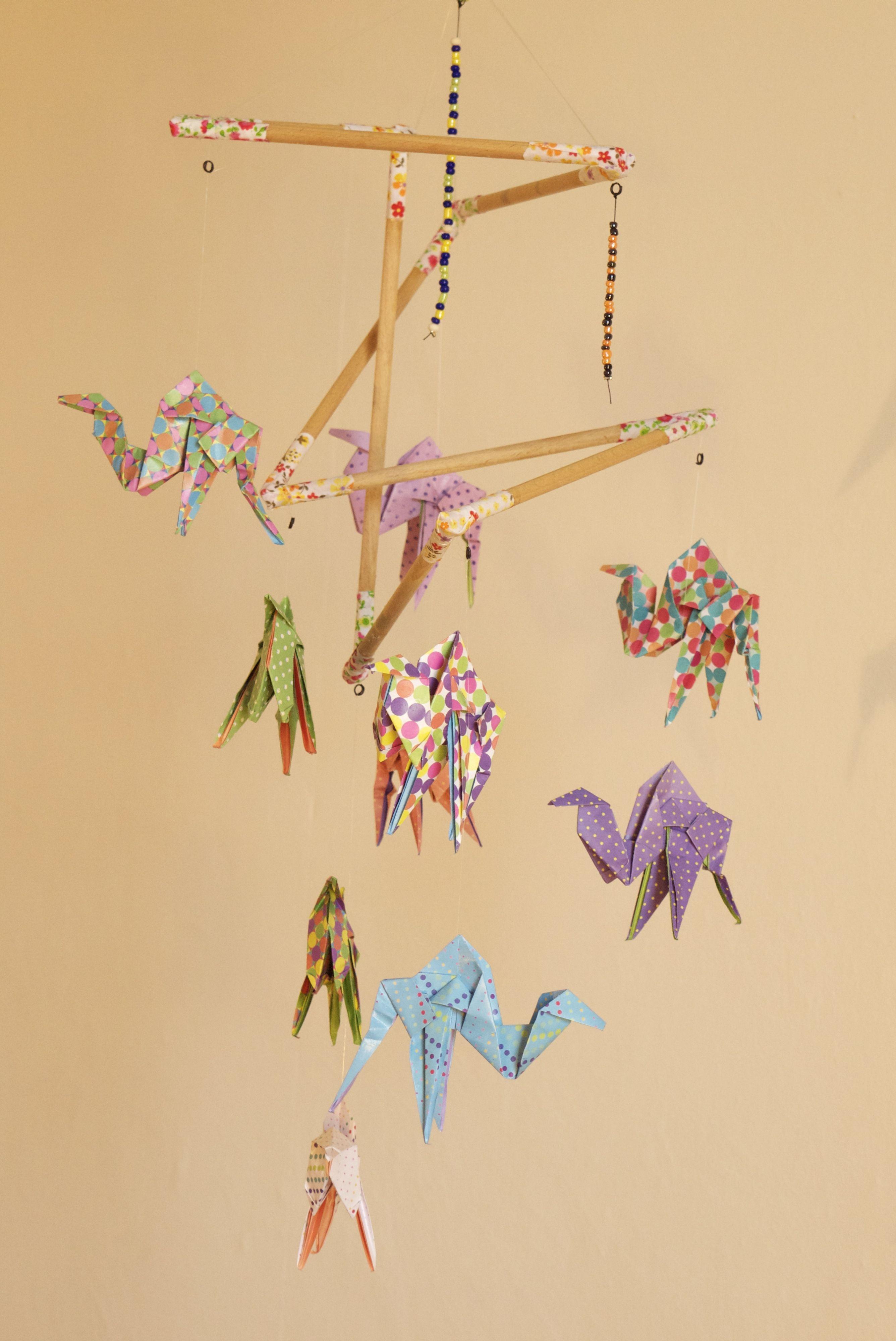 mobile bebe bois suspension chambre enfant b b en origami animaux dromadaire accessoires bebe. Black Bedroom Furniture Sets. Home Design Ideas