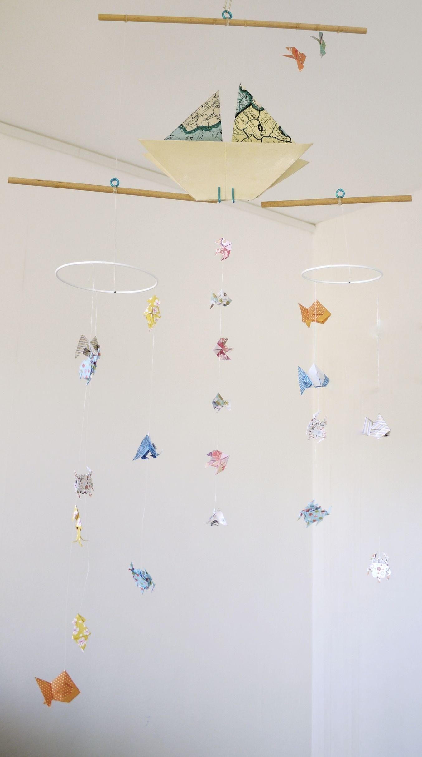 Mobile Bebe Origami Suspension En Bois Chambre Enfant Bateau Voilier Poisson Meduse Babyshower Bleu Beige Jaune Orange Accessoires Bebe Par Parisdepapiers